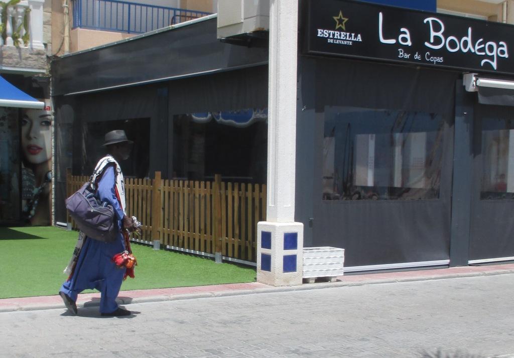 b1a0e6ad1b6 Förut hette butiken ovan Elite. Det gör den inte längre, men det är  fortfarande samma ägare - den vackra och trevliga fransyskan. (Det är inte  hon på fotot.