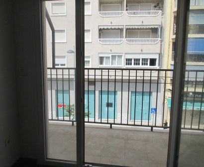 Med en annan utsikt så skulle det här ha varit en väldigt trevlig liten  lägenhet. Den har 45 d8508cd9622e5